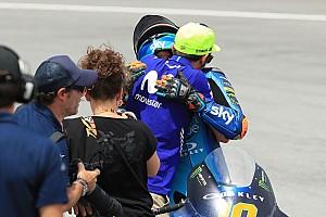Rossi liet traantje om eerste Moto2-overwinning Marini