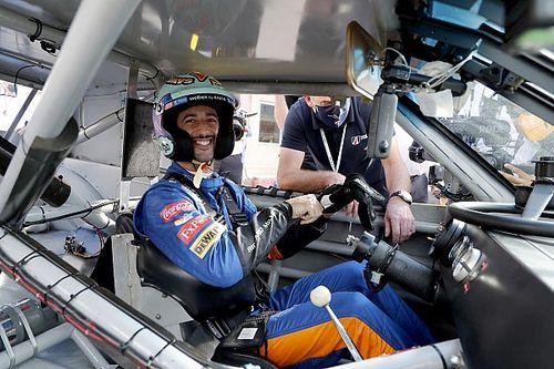 VIDEO: Ricciardo a bordo del auto de Dale Earnhardt en COTA