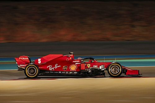 """Vettel ve """"buenas opciones"""" si Ferrari es """"astuto como un zorro"""""""