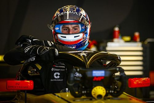 Martins tops first day of FIA F3 testing at Barcelona