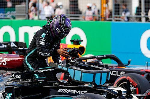 Verstappen y Hamilton juntos, primera curva...