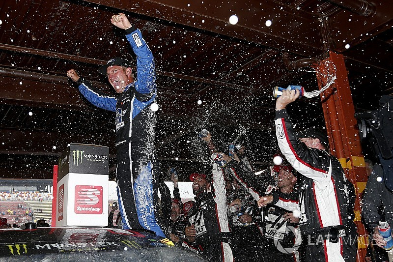 """Clint Bowyer riding a """"wave of confidence"""" into favorite track"""