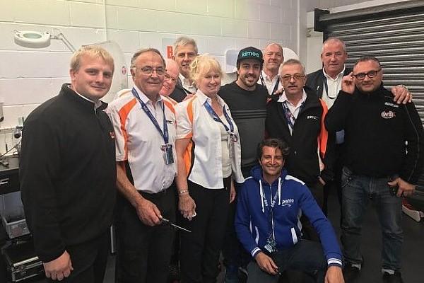 F1 Noticias de última hora Fernando Alonso presencia el Mundial de Karting en Inglaterra
