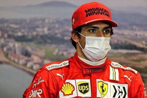 """F1: Sainz lamenta forma como comissários da FIA""""brincam com as posições"""""""