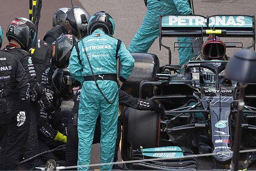 Bottas wheel nut still stuck on Mercedes car after pitstop issue