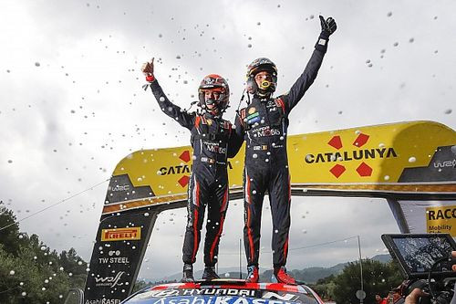 Victoria cardíaca de Neuville y Sordo logra el podio en España