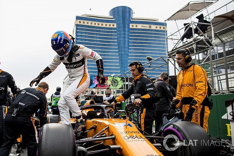 Alonso, tur başına 0.5 saniye kaybettiği araçla nasıl yedinci oldu?