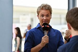 VIDEO: Nico Rosberg felicita a Hamilton por su campeonato