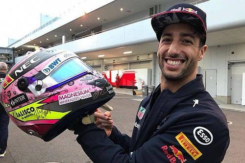 Pilotos de F1 firman casco de Checo para apoyar a damnificados en México