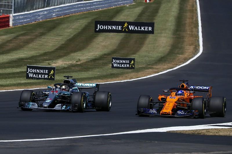 "McLaren: ""200-300 emberrel dolgozunk kevesebbel, mint a Ferrari és a Mercedes"""