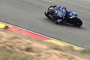 MotoGP: Viñales a pole-ban, Rossi törött lábbal is első sorból rajtolhat!