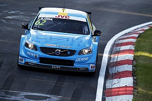 WTCC Reporte de la carrera Bjork gana la carrera 1 y Monteiro sufre un pinchazo en el WTCC en Nurburgring