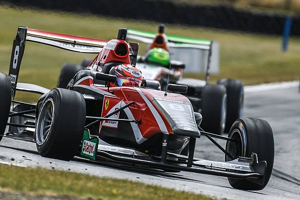 Other open wheel Hampton Downs TRS: Armstrong holds off Piquet for Race 1 win