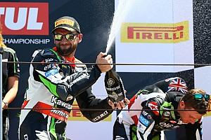 World Superbike Crónica de Carrera Sykes gana en Misano por eliminación; escalofriante caída de Davies