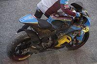 VÍDEO: Fernández quase 'pega fogo' na Moto2; Rossi cai na MotoGP