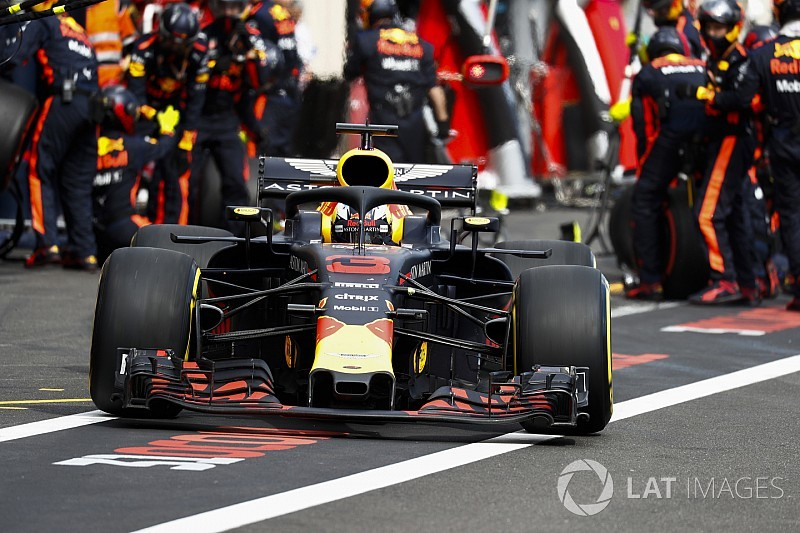 Photos reveal how Ricciardo's front wing came apart