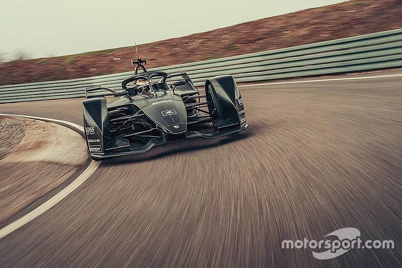 A Porsche megtette az első métereit a Formula E autójával: itt a gép