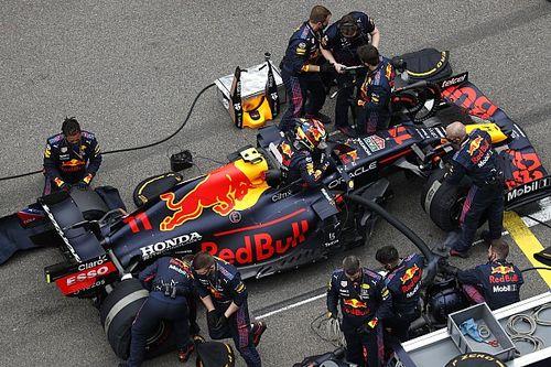 В Red Bull объяснили заминку на пит-стопе Переса