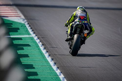 En detalle: la diferencia entre los escapes de la Yamaha de Rossi