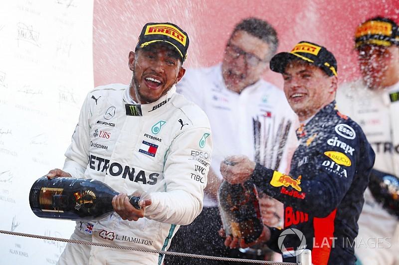 Hamilton boekt dominante zege in Barcelona, Verstappen op podium