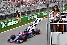 """F1 チェッカー担当のモデルに非難相次ぐ。""""無実の犠牲者""""にブラウン謝罪"""