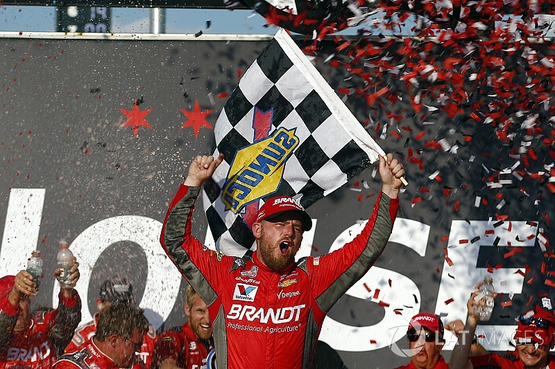Wild late-race restart propels Allgaier to Xfinity win at Chicagoland