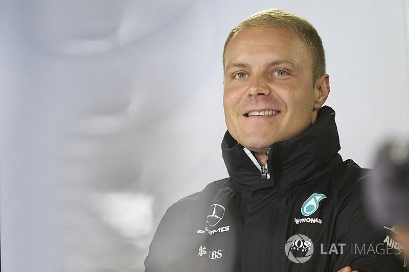 Jahresvertrag offiziell: Valtteri Bottas bleibt in der F1-Saison 2018 bei Mercedes