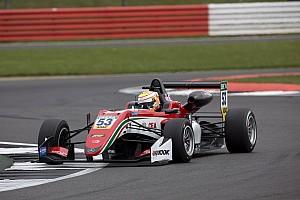 F3-Euro Crónica de Carrera Ilott logró imponerse en la tercera carrera de Silverstone