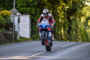 Road racing Qualifiche TT 2017, Michael Dunlop mette in fila le BMW