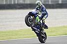 """Rossi: """"Estaría bien probar esa carcasa rígida; en Termas hubo muchas caídas de delante"""""""