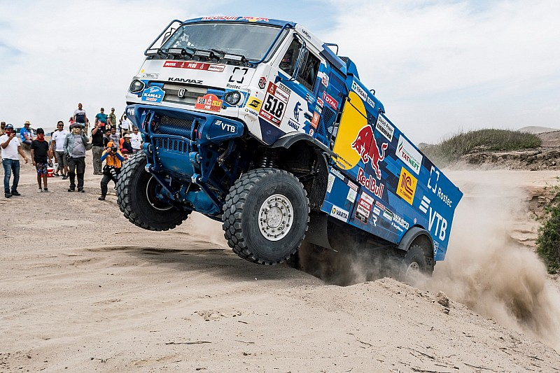 Dakar trucks frontrunner excluded after spectator collision