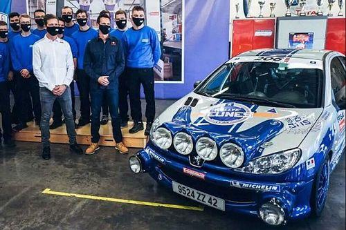 Sébastien Ogier retrouve sa Peugeot 206 restaurée par des lycéens