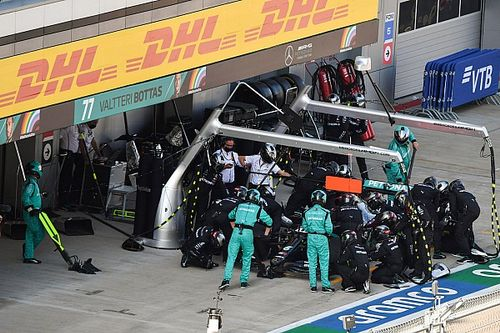 Mercedes: Tyre concerns triggered early Hamilton stop