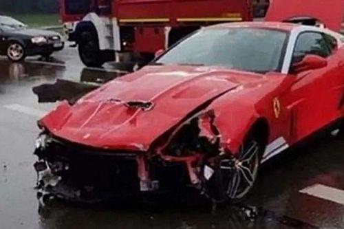 Összetörtek egy igen ritka Ferrarit Németországban