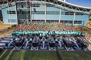 Mercedes beşinci şampiyonluğunu kutladı!