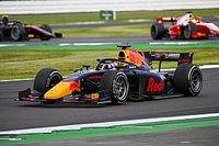 Schumacher és Shwartzman az élen ütközött, Tsunoda az első győzelmét szerezte az F2-ben!