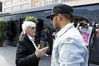 F1: Demora na renovação é parte de um show de Hamilton, diz Ecclestone