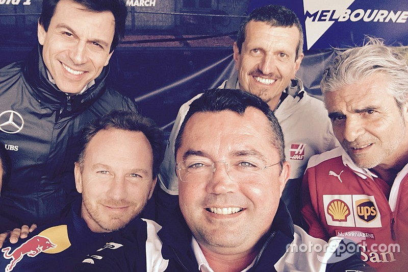 F1 selfies star in charity auction