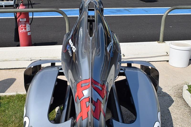 Mercedes: la W09 con il camino sul cofano motore e i deviatori di flusso sulle pance