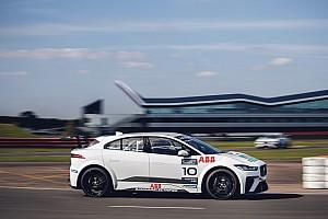 Debut Jaguar eTrophy dengan 11 mobil
