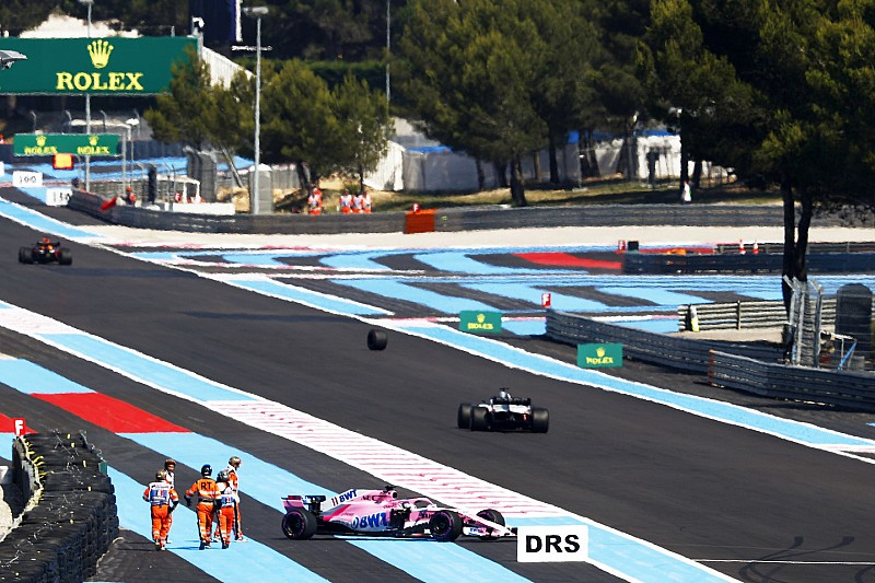 VIDEO: así perdió la rueda el coche de Sergio Pérez en la PL2