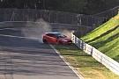 Auto Vidéo - Une Ford Fiesta échappe à un gros crash sur le Nürburgring