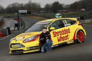 BTCC Breaking news Motorbase retains Jackson for 2017 BTCC season