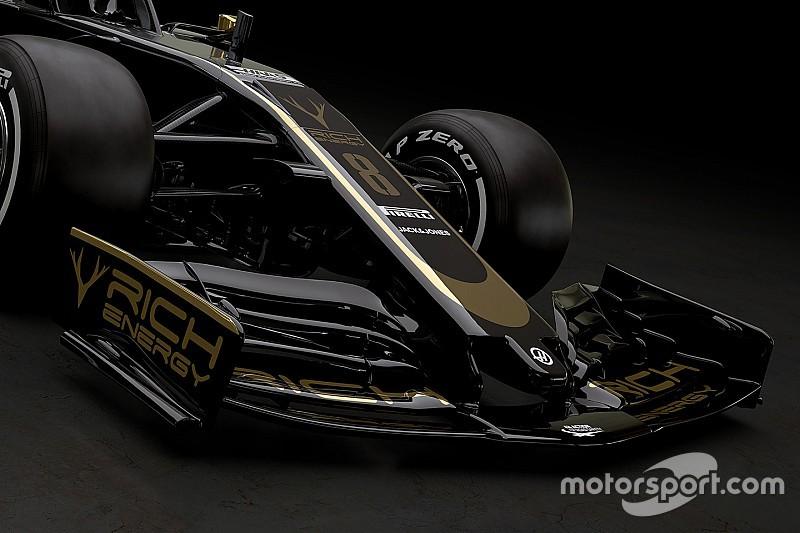 Grosjean és Magnussen fekete-arany versenyruhája