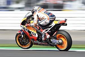 MotoGP Отчет о квалификации Маркес едва не упал, а потом завоевал поул в Сильверстоуне