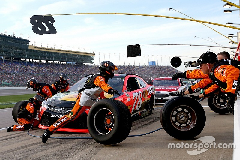Nascar Is Considering Smaller Pit Crews For 2017