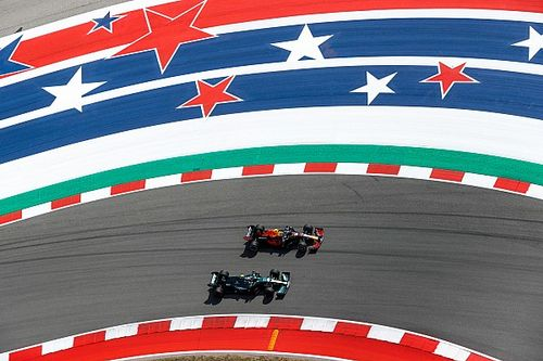 Pérez lidera una FP2 con polémica Hamilton-Verstappen y accidente de Alonso