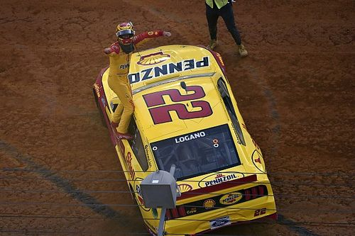 Logano claims NASCAR Cup win in overtime on Bristol dirt track