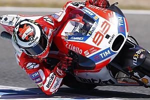 MotoGP Últimas notícias Lorenzo: Uso do freio traseiro é chave de melhora na Ducati