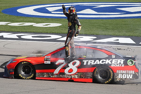 NASCAR Cup Truex Jr approfitta dei problemi di Keselowski e vince a Las Vegas